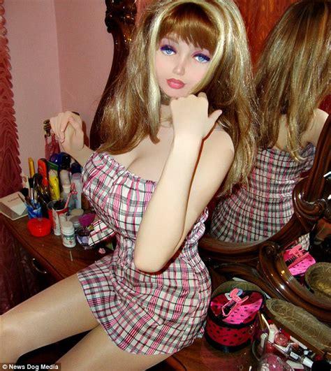 lolita  ans veut devenir une barbie humaine