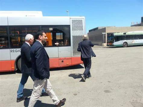 caf si鑒e social il pannello si stacca e le cade addosso passeggera ferita sull autobus 53 corrieredelmezzogiorno it