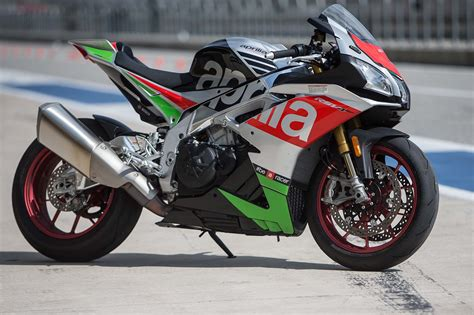 Modification Aprilia Rsv4 Rr by A Review Of The 2017 Aprilia Rsv4 Rr Rf Asphalt