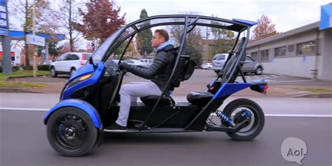 Three-wheeled Half-enclosed Electric Motorcycle