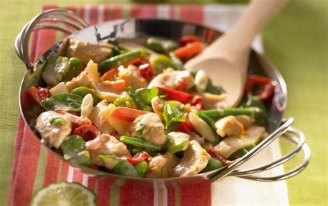 cuisine wok poulet wok de légumes verts au poulet savoir cuisiner fr