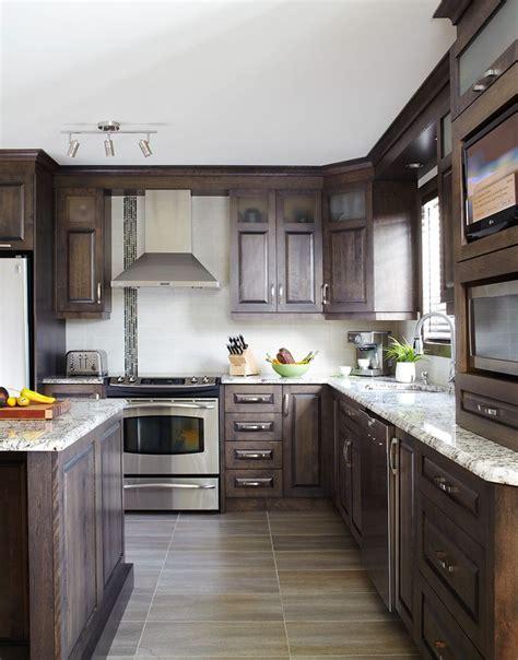 cuisine merisier 25 best ideas about armoires en merisier sur
