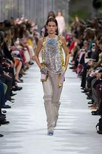 La Mode Est A Vous Printemps Ete 2018 : d fil valentino pr t porter printemps t 2018 paris elle ~ Farleysfitness.com Idées de Décoration