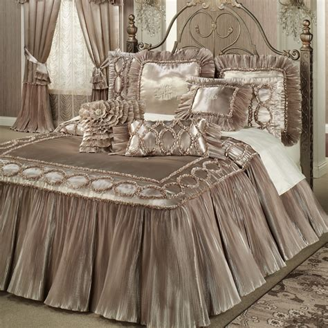 The Elegant Canopy Bed Curtains - Home and Textiles