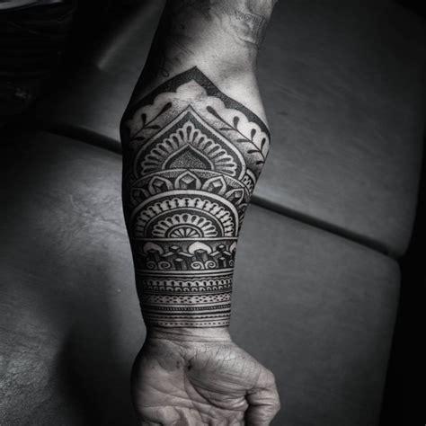 avant bras maorie chaton chien  donner