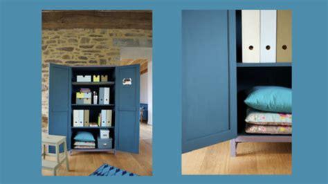 comment peindre une cuisine en bois relookez une vieille armoire avec de la peinture caséine