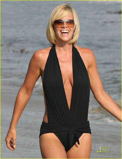 jim carrey swimsuit jenny mccarthy loans boyfriend jim carrey her bathing suit