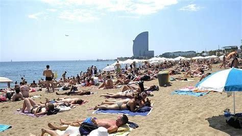 barcelona tendra este verano una playa  perros