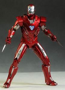I'd love to see Stark wear Model 42 in Infinity War ...