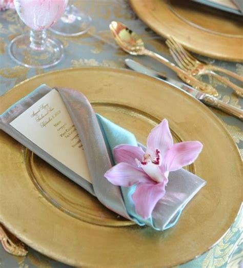 pliage serviette porte menu les 25 meilleures id 233 es concernant pliage serviette mariage sur pliage de serviettes