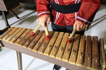 Alat musik aceh berikutnya adalah teganing. 4 Alat musik tradisional Sulawesi Utara - TradisiKita, Indonesia