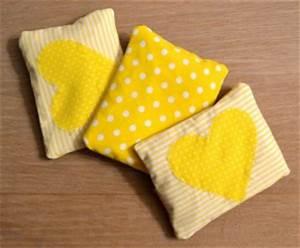 Wärmekissen Für Babys : dinkel w rmekissen f r babys und die farbe gelb fengshuigl ~ Buech-reservation.com Haus und Dekorationen