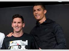 Tràn ngập những cử chỉ 'nhạy cảm', thân mật giữa Ronaldo