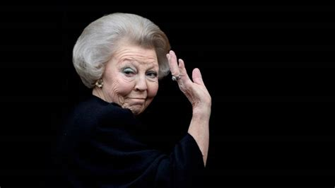 Follow for daily awesome content on those themes не пользуетесь твиттером? Jarige prinses Beatrix houdt zich muisstil   NOS