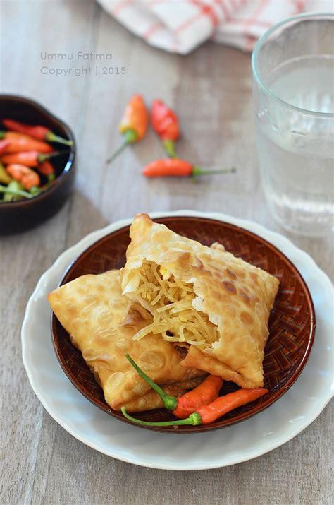 Biasanya martabak mie dimakan bersama nasi atau sebagai camilan yang dicocol dengan sambal/mayonnaise. Simply Cooking and Baking...: Bihun Goreng Bumbu Ebi dan Martabak Bihun Praktis