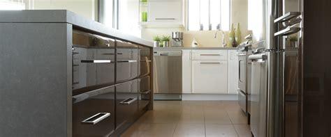 armoire de cuisine polyester avanti polyester and melamine prémoulé
