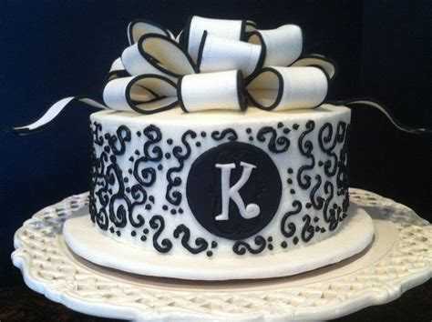 Small Single Tier Black And White Wedding Cake Design