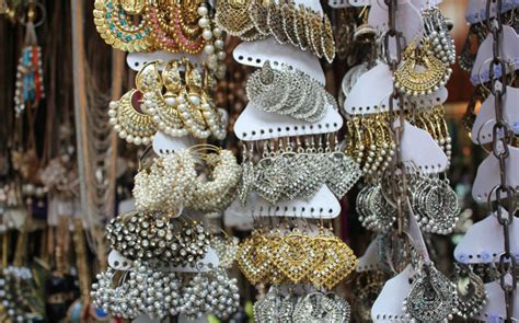 Top 5 Flea Markets Of India For The Bargaining Maniacs Exotic African Jewelry Christian Youth Jewellery Set Elegant In Gold Earring Dior High Home Business Design