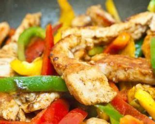 recette de cuisine minceur poêlée minceur de poulet au curcuma et trois poivrons