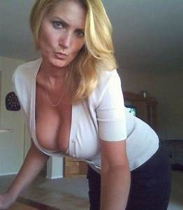 Mature Blonde Milf Cleavage - Hot Girls Wallpaper