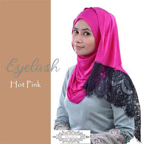 Muslimah Hijab Hijabstyle Lacedshawl Jerseyshawl Hijabista Hotpinkhijab Eyelash Scarf