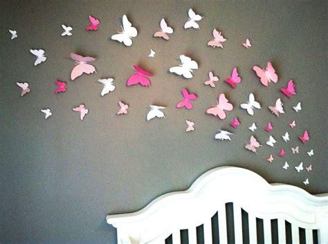 chambre papillon papillons en papier sur mur de chambre d 39 enfant