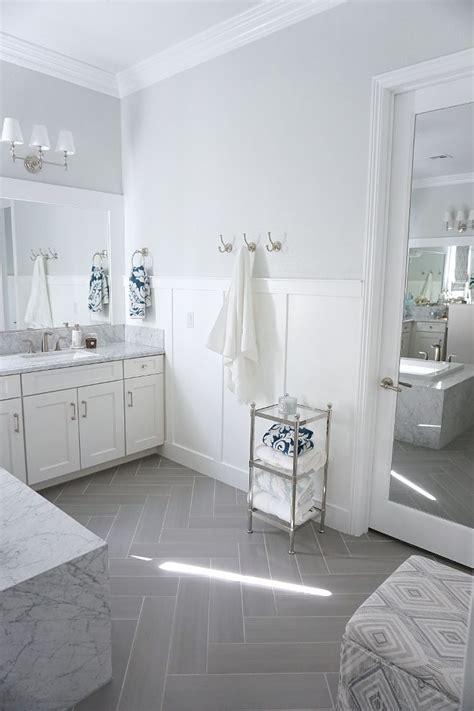 White Wainscoting Bathroom by Best 25 Wainscoting Bathroom Ideas On Half