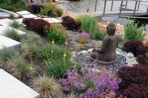 modern water side landscape remodel northern california