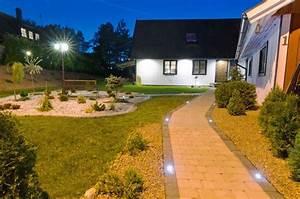 Außenbeleuchtung Haus Led : au enbeleuchtung funktion planung und umsetzung lampe ~ Lizthompson.info Haus und Dekorationen