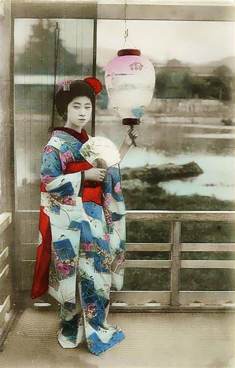 traditional japanese kimono geisha   world