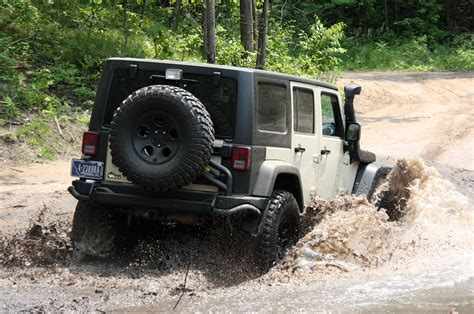 aev jeep 2011 aev jeep wrangler hemi quick spin photo gallery