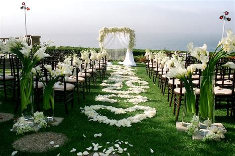 Flower Petal Designs For The Wedding Ceremony Aisle