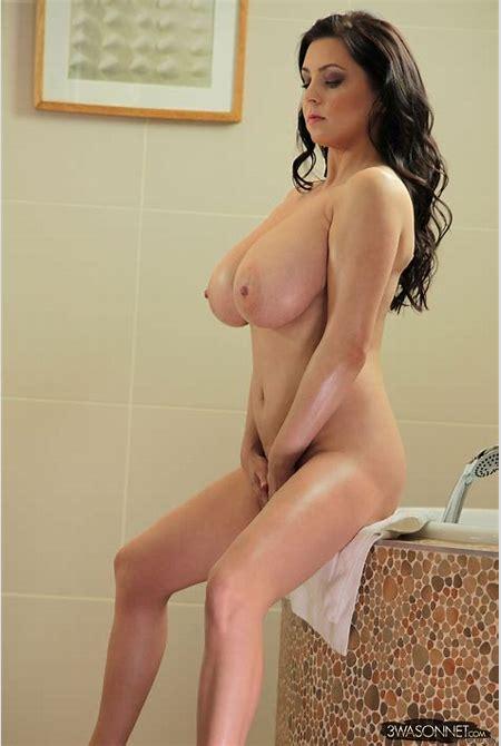 Nude 16: Ewa Sonnet Peeping