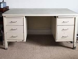 Bureau En Metal : diy d co repeindre un vieux bureau en m tal deco cool ~ Nature-et-papiers.com Idées de Décoration