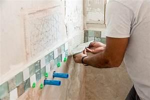Comment Renover Un Vieux Carrelage : comment recouvrir un carrelage de salle de bain latest ~ Dailycaller-alerts.com Idées de Décoration