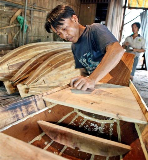 fishing net boat making villages busy  flood
