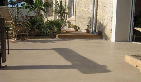 dalle beton lisse exterieur nivrem terrasse beton lisse et bois diverses id 233 es de conception de patio en bois pour
