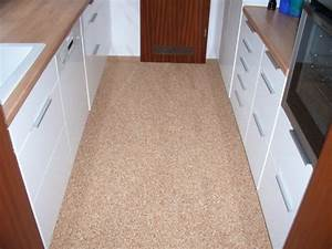 Laminat Für Küchenboden : steinteppich als k chenboden mit steindesign bilder ~ Sanjose-hotels-ca.com Haus und Dekorationen