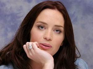 Actress Emily Blunt Says She Kinda Regrets Becoming US ...