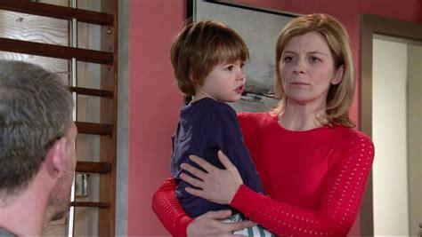 Corrie's Jane Danson couldn't read script due to tears in ...