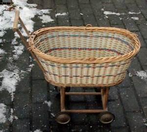 Puppenwagen Aus Korb : antikspielzeug puppen zubeh r puppenwagen antiquit ten ~ Frokenaadalensverden.com Haus und Dekorationen