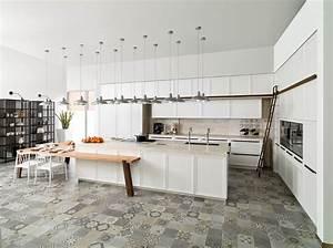 Cuisine blanc laque marie claire maison for Deco cuisine avec chaise de salon blanche