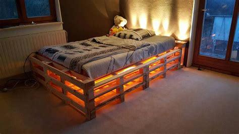 Bett Aus Einwegpaletten by Bett Aus Einwegpaletten Mit Beleuchtung Zuk 252 Nftige