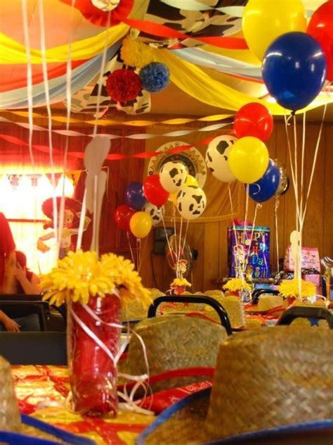 decoracion woody toy story toy story ideas para una fiesta de aventura tips de madre 174