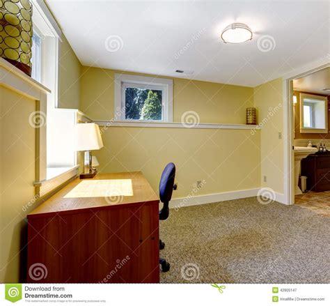 bureau vide pièce vide de bureau avec l 39 étagère et le bureau photo