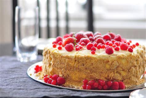 Sommerbeeren-torte Mit Weißer Schokolade