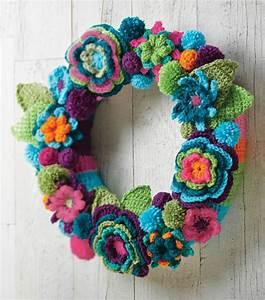 Crochet Flower Wreath Free Crochet Pattern  U22c6 Crochet Kingdom