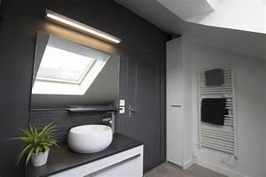 Implantation Salle De Bain : une salle de bain sous les toits lartduplan ~ Dailycaller-alerts.com Idées de Décoration