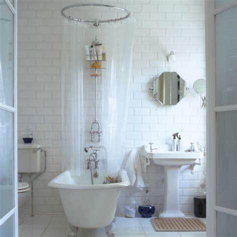 Circular shower curtain rail, freestanding bath with