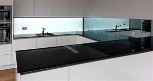 Küchenrückwand Glas Beleuchtet : hinterleuchtete k chenwand aus glas homogen beleuchtet ~ Frokenaadalensverden.com Haus und Dekorationen